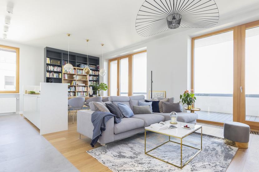 elegancki apartament ze złotymi akcentami